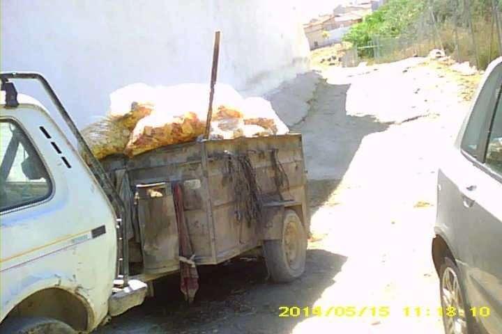 Remolque cargando los residuos de las patatas fritas en el Caso Patatas Fritas Bullas.