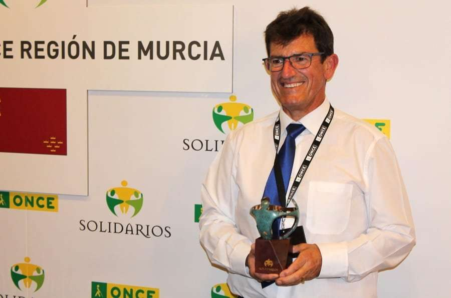 """Angel Navarro, recoge el premio """"Solidarios Once"""" al proyecto AMAR"""